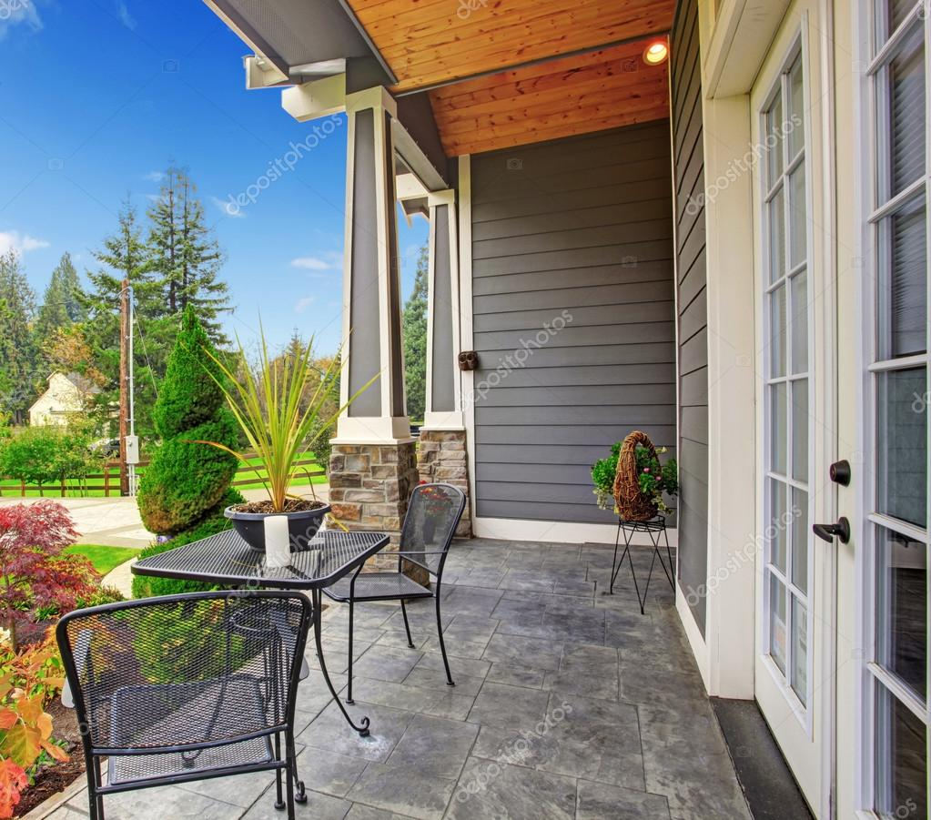 Haus veranda blick stockfoto iriana88w 49166367 for Veranda haus