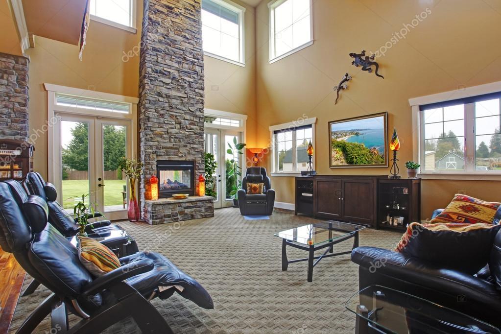 Luxe huis interieur. Woonkamer met open haard — Stockfoto ...