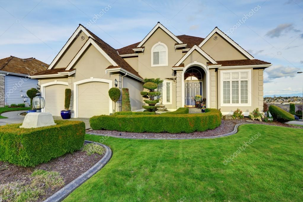 Luxury House Exterior. Entrance Porch View U2014 Stock Photo