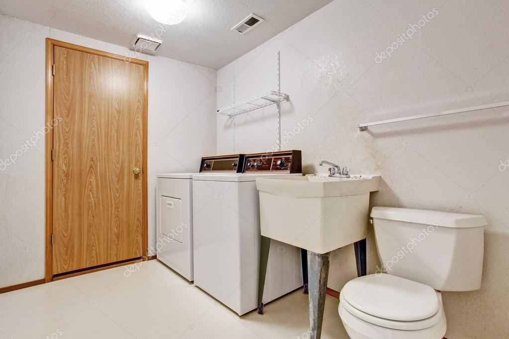 Organizzare lavanderia stireria e ripostiglio in casa design outfit