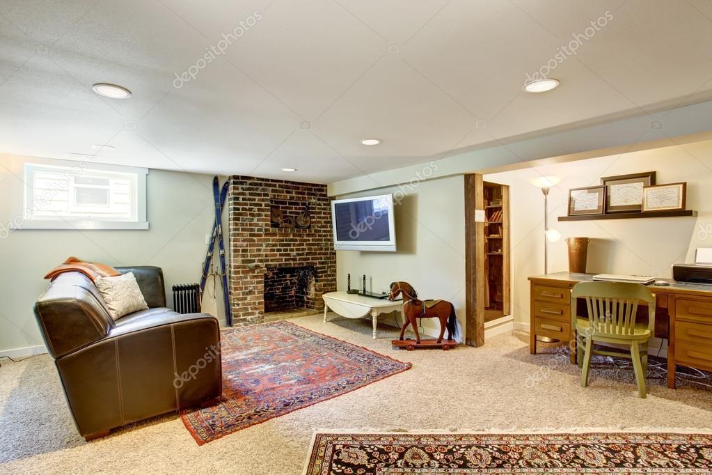 Piccolo Ufficio In Casa : Soggiorno e zona ufficio nella vecchia casa u foto stock