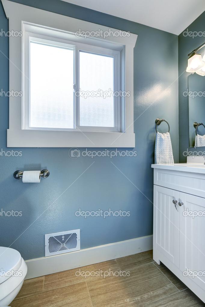 Helles Badezimmer In Hellblau Stockfoto C Iriana88w 49954035