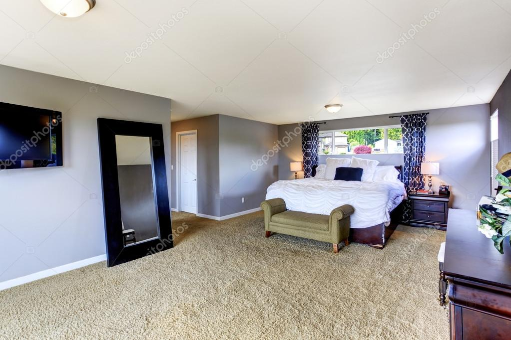 gezellige slaapkamer interieur in zachte lavendel kleur