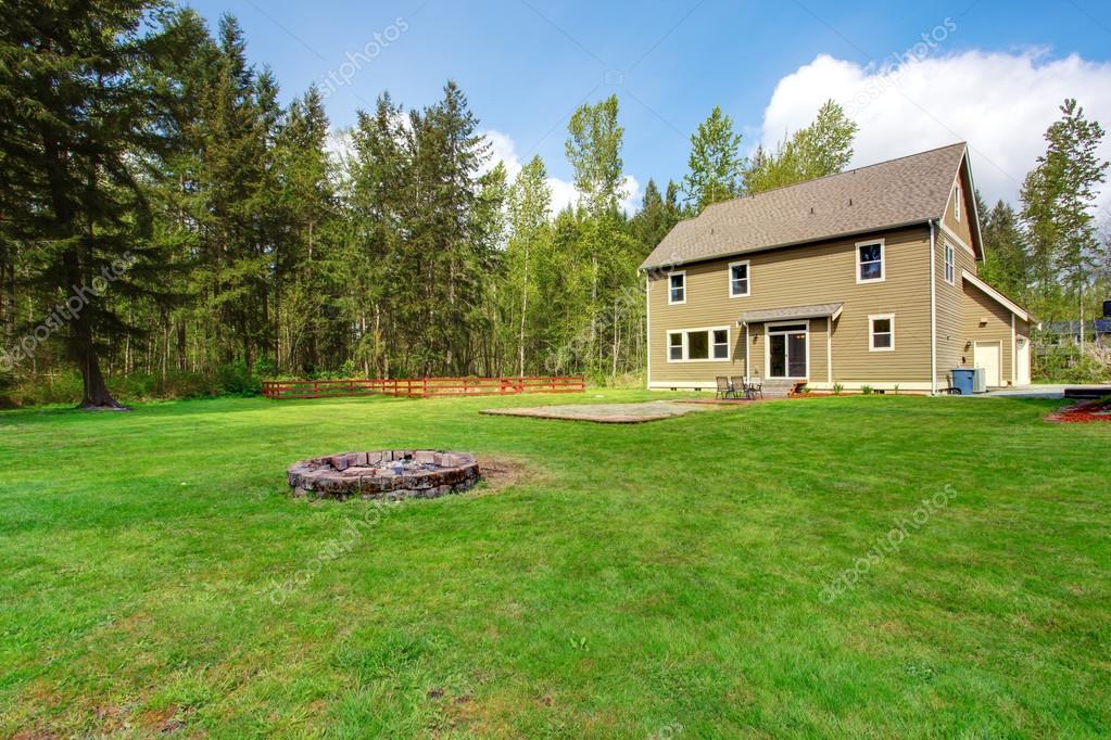 Ext rieur maison de campagne avec le paysage vue jardin for Exterieur maison campagne