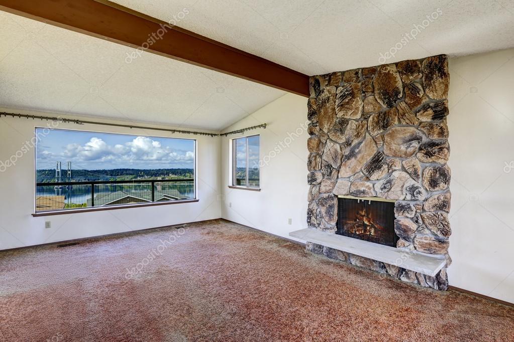 vac a sala de estar con chimenea rocosa y hermosa vista