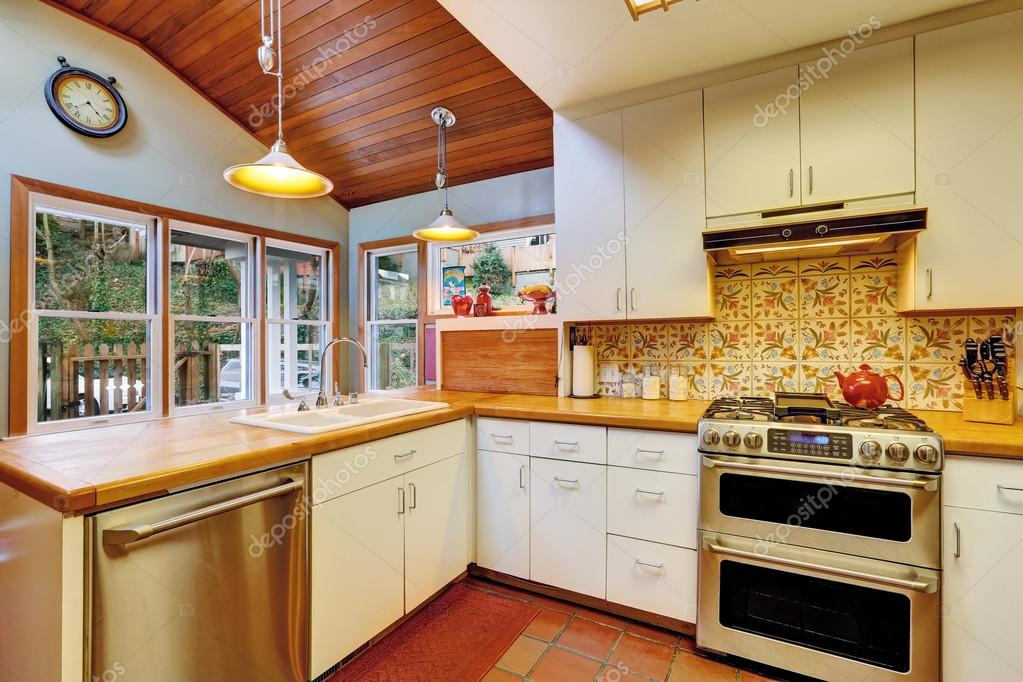 Keuken interieur in oud huis u2014 stockfoto © iriana88w #50255271