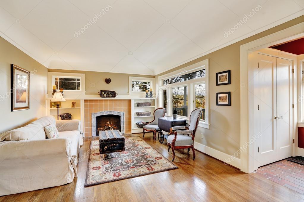 Interieur van de woonkamer met open haard in een oud huis stockfoto iriana88w 50255663 - Interieur oud huis ...