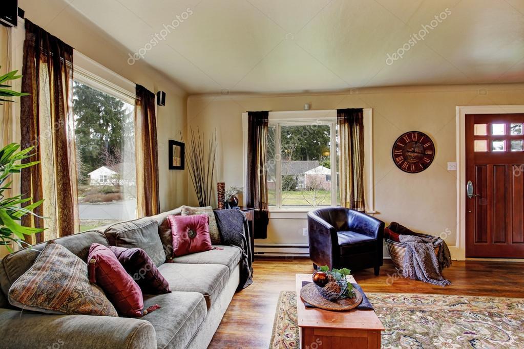 salon intérieur dans la maison américaine — Photographie iriana88w ...