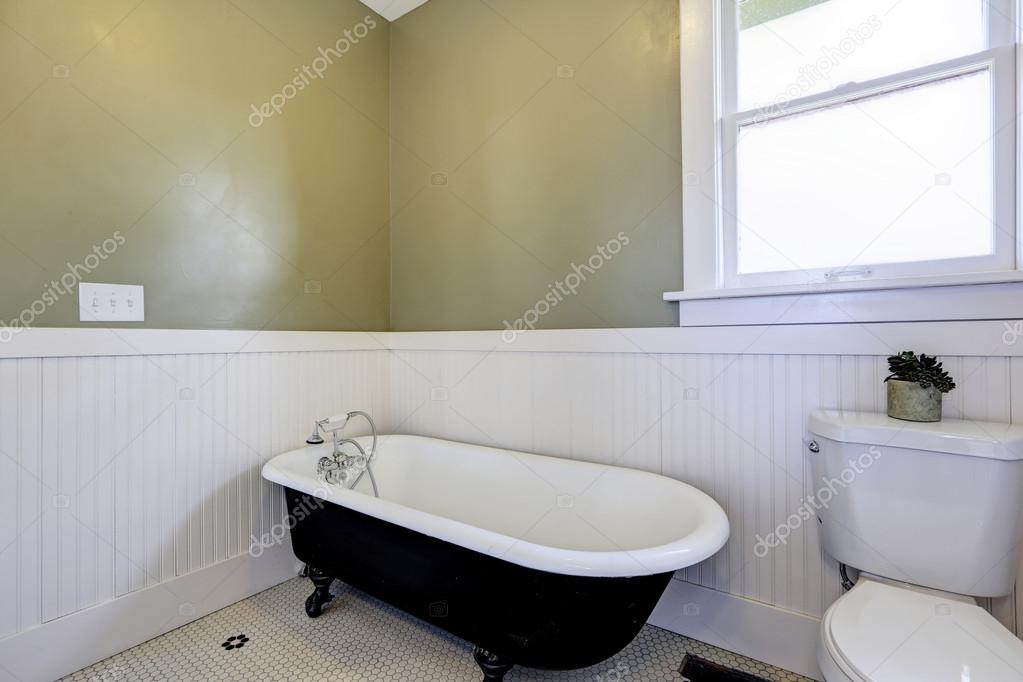 Salle de bain avec baignoire de pied de griffe ...