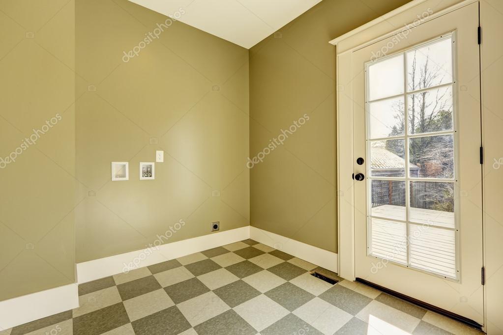 Corridoio vuoto ingresso con pavimento di piastrelle u foto stock