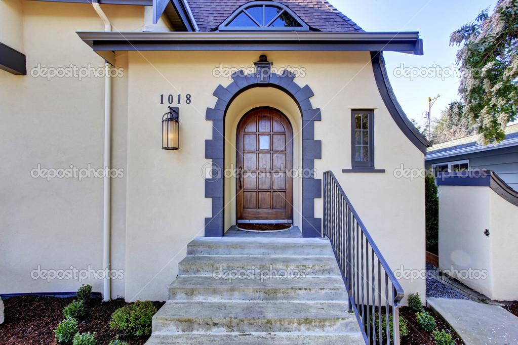 Esterno di casa tutor inglese portico d 39 ingresso con scale foto stock iriana88w 50328459 - Scale ingresso esterno ...