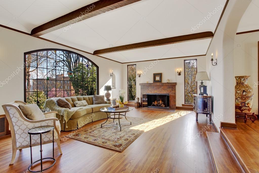 Soggiorno con firepalce in casa di lusso tutor inglese — Foto Stock ...