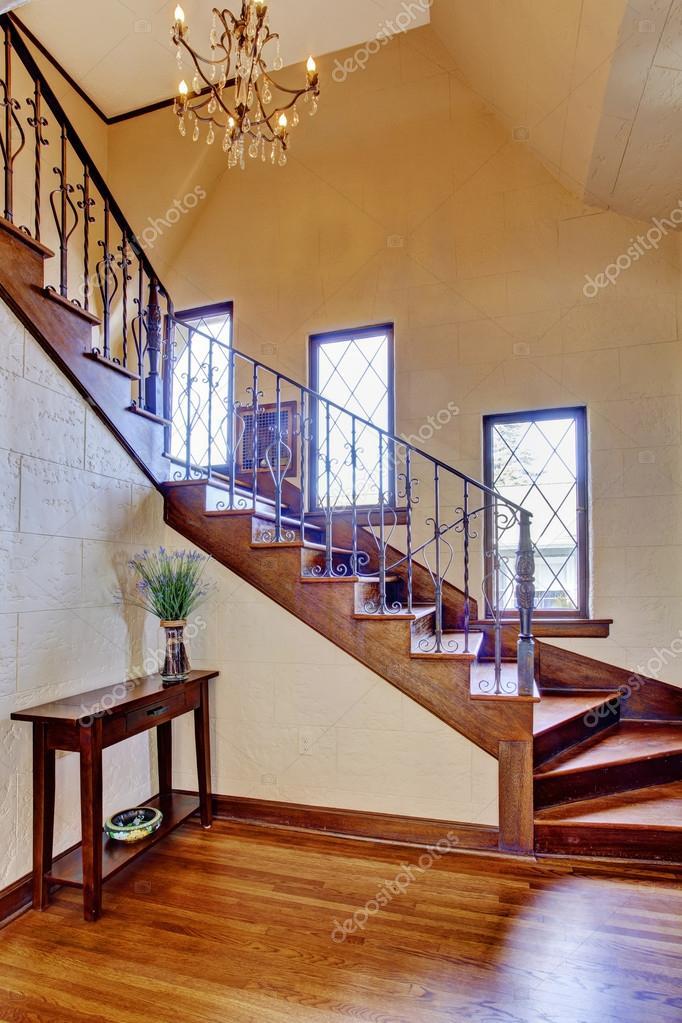 Int rieur de maison de luxe hall d 39 entr e avec escalier photo 50328535 - Entree de maison avec escalier ...