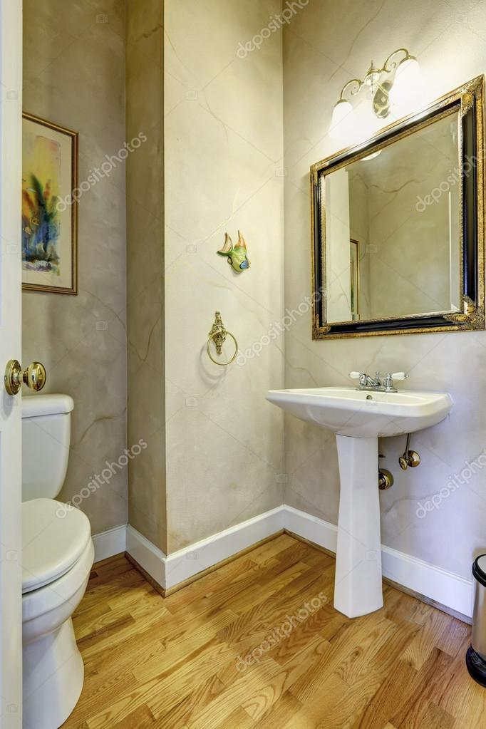 Salle de bains gris clair avec le meuble lavabo blanc ...