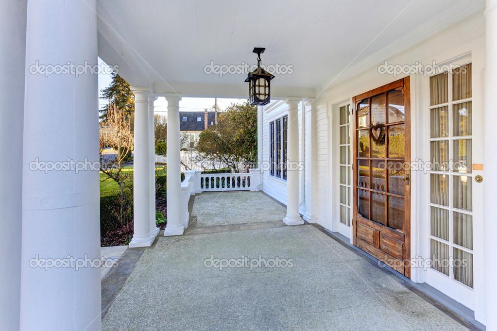 Portico d 39 ingresso di lusso americano casa foto stock for Piani casa americana