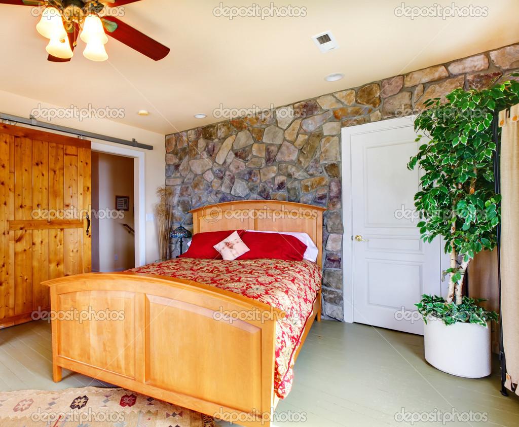 Interni esotici camera da letto nella casa di campagna for 5 piani di casa di tronchi di camera da letto