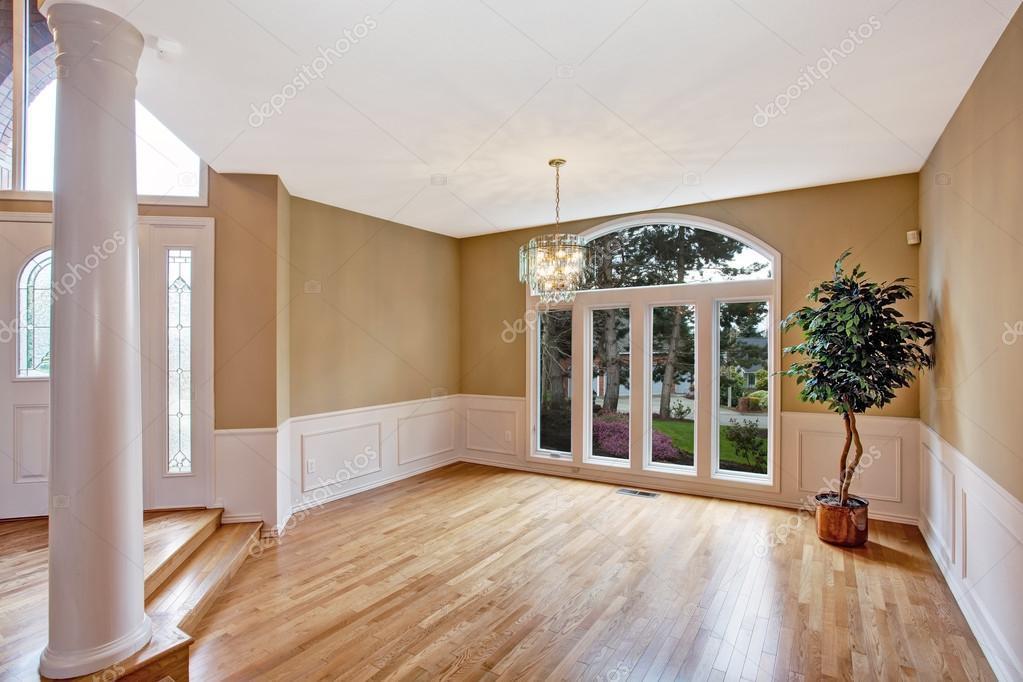 Luxe huis interieur lege entree hal u stockfoto iriana w
