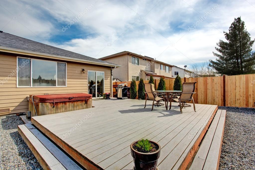 Streik Deck Mit Terrasse Und Whirlpool Stockfoto C Iriana88w 50890665