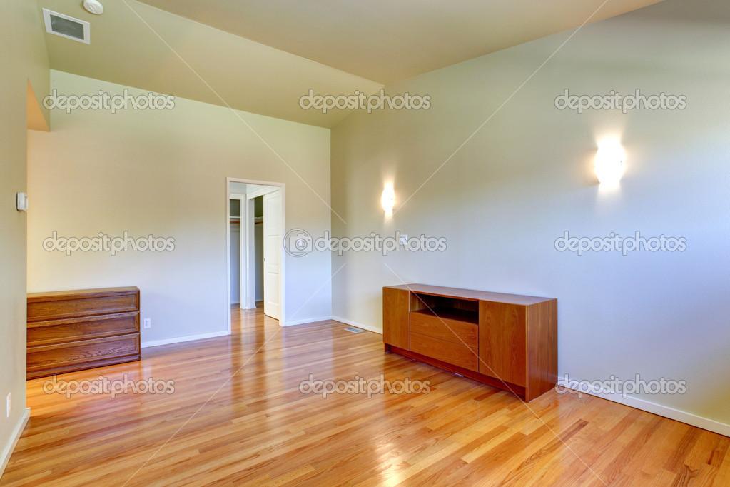 https://st.depositphotos.com/1041088/5133/i/950/depositphotos_51339551-stockafbeelding-emtpy-huis-interieur-kleine-kamer.jpg