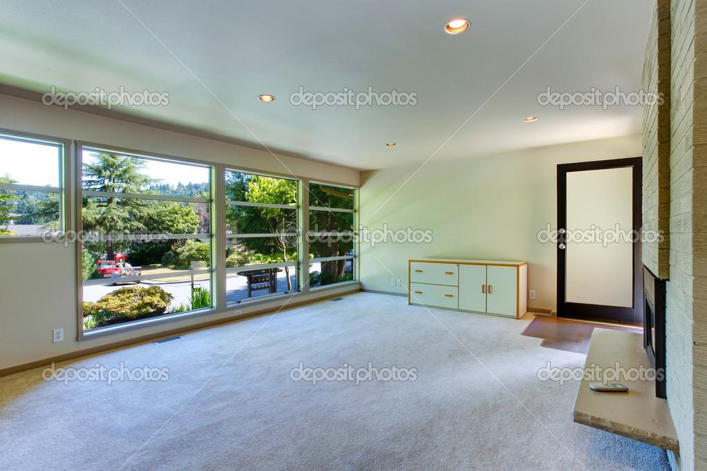 Glazen Vloer Huis : Leeg huis interieur. glazen muur woonkamer u2014 stockfoto © iriana88w