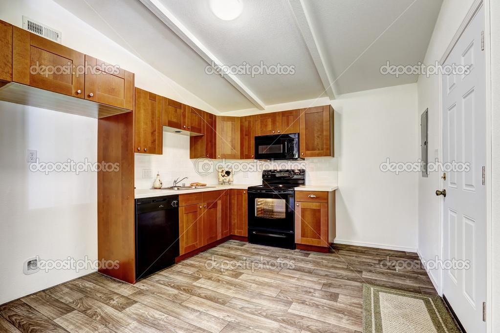 armadi da cucina con elettrodomestici neri — Foto Stock © iriana88w ...