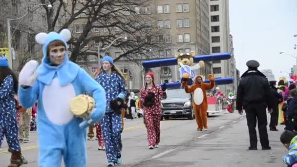Santa claus průvod 2013 v centru města toronto, Kanada