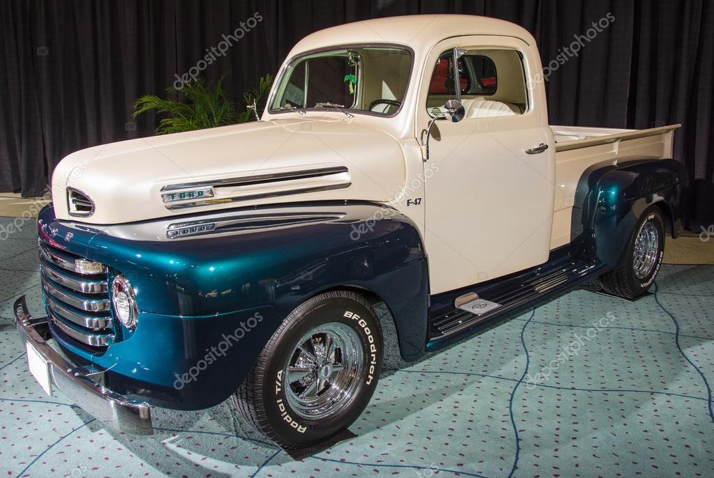 Vintage Classic Old Ford Truck in Mint Condition – Stock Editorial ...