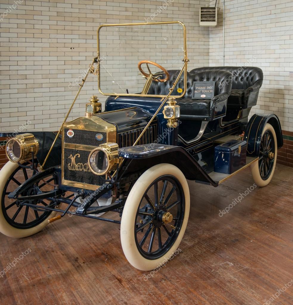 Old Cars Exhibition at Casa Loma – Stock Editorial Photo © yelo34 ...