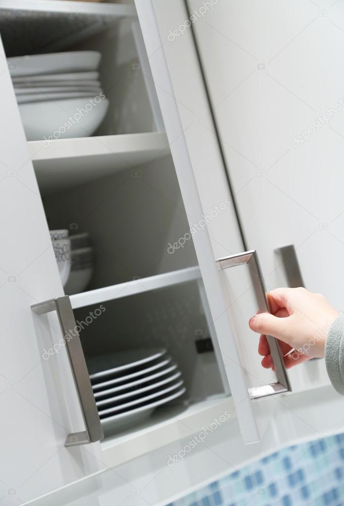 Küchenschrank Tür öffnen — Stockfoto © payphoto #21701133