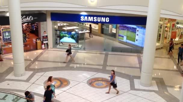 nahoru shot samsung obchod uvnitř nákupního centra