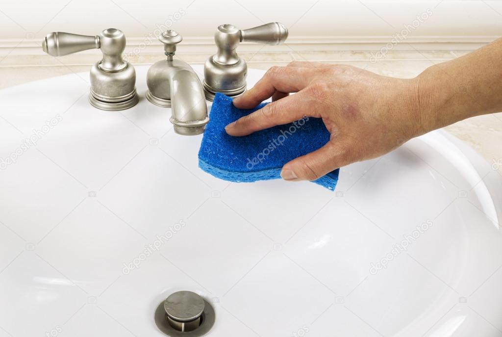 Badezimmer Reinigen, waschbecken im badezimmer reinigen — stockfoto © tab62 #17398961, Design ideen