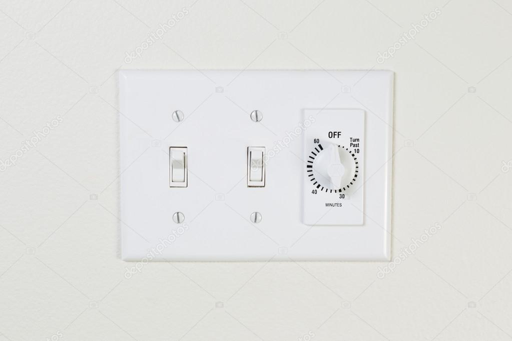 licht- en ventilatorschakelaar voor badkamer — Stockfoto © tab62 ...
