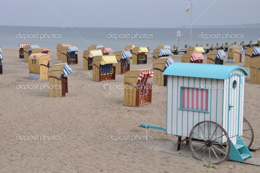 Ouderwetse Rieten Strandstoel.Overdekte Rieten Strandstoelen Stockfoto C Geronimo 13174368