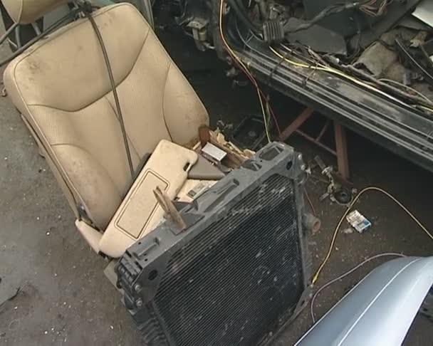 sedadla, chladič, tělo, pneumatik a mnoho dalších dílů. auto výpis