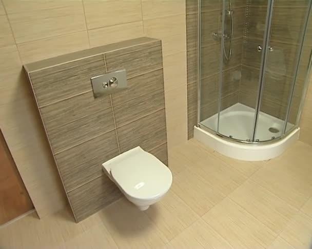 Badkamer in een moderne nieuwe appartement wc douche en bad
