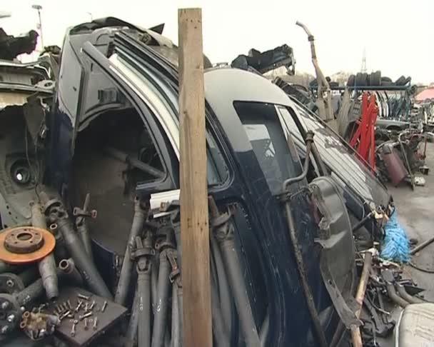 demontáž staré automobilové díly. obchod s díly ojeté auto