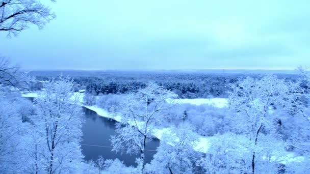 panorama pohled řeka sjezdové lesních stromů sníh winter park