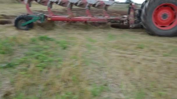 řídit traktor pluh zemědělské oblasti půdy