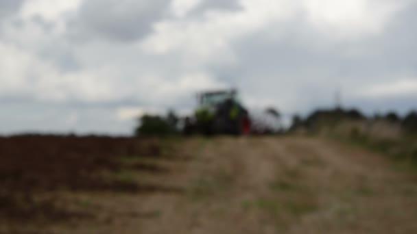 traktor připravit pluh stojan zemědělské sklizené pole
