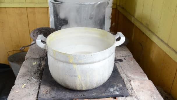 hrášek vaří ocelový hrnec