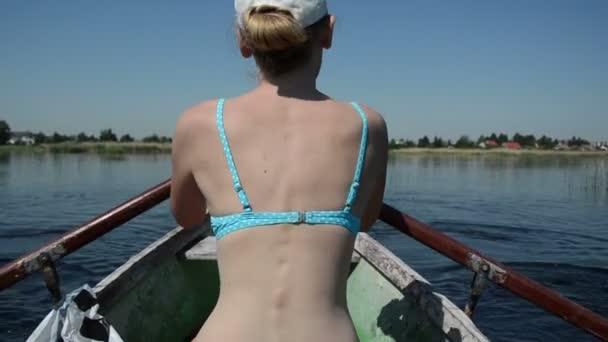 dívka plachetnici