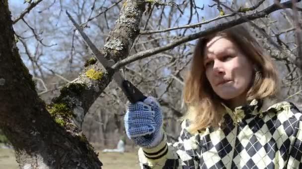 žena hobby zahrada jaro