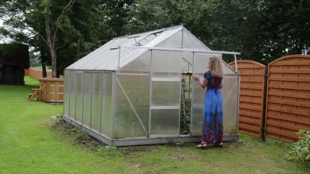 žena skleníkových dveře