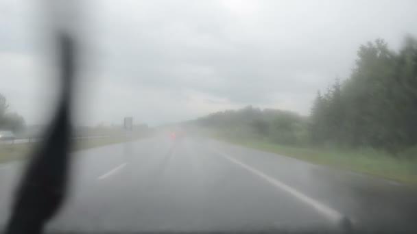 stěrač čisté sklo auto