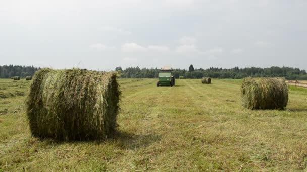 traktor shromáždit balíku sena