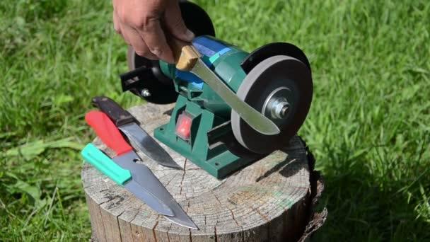Sharpening knives