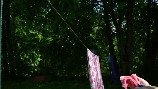gewaschen Kleidung hängen