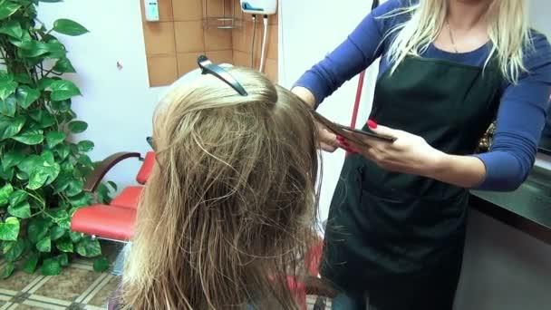 salón vlasy zákazníka