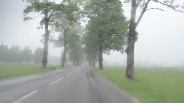 déšť auto sklo