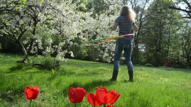 žena rotace hoop pasu